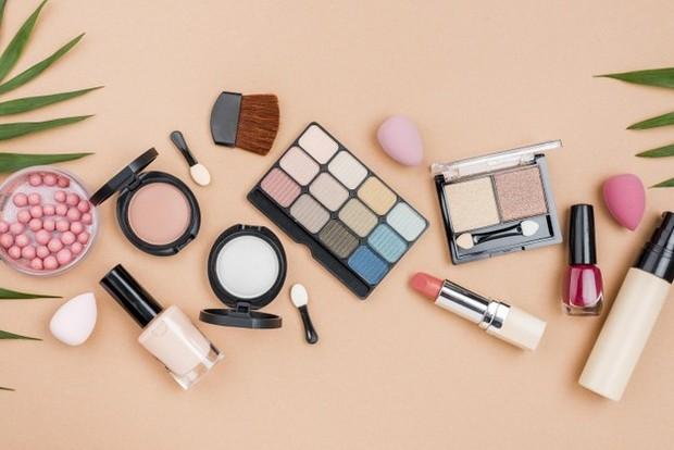 Jika kalian masuk ke dalam kelompok orang-orang yang memiliki mata sensitif, pilihlah produk-produk kecantikan yang sesuai kebutuhan kamu.