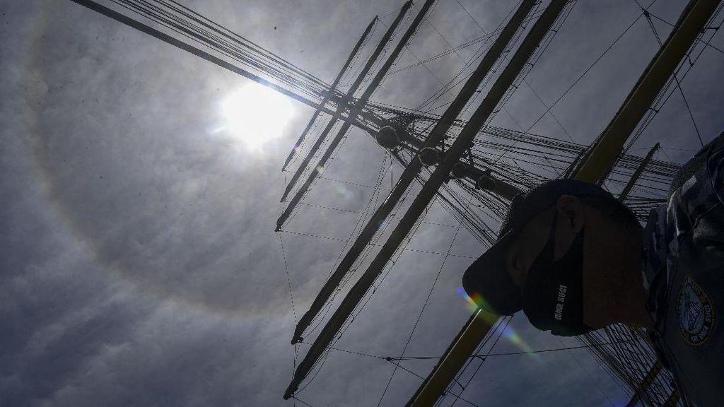 Penampakan Fenomena Halo Matahari di Langit Jawa Timur