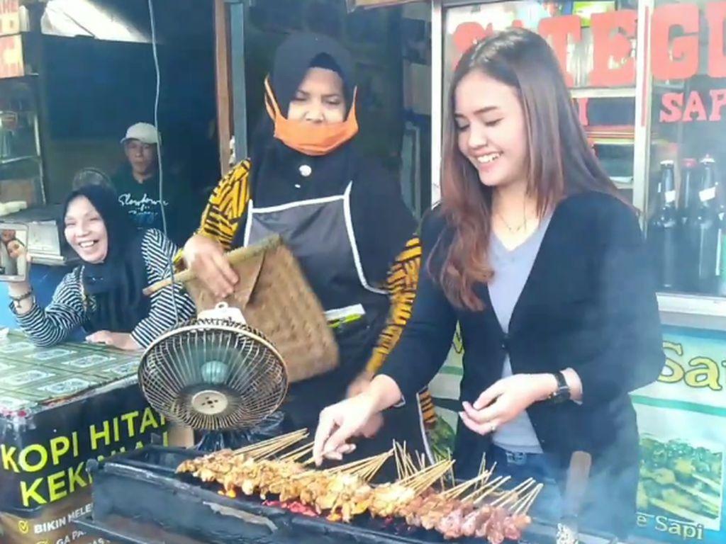 Geulis Pisan! Teteh Siti Penjual Sate Kelinci yang Lezat