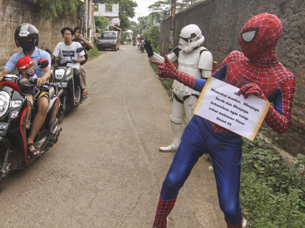Saat Spiderman hingga Stormtrooper Mengais Rezeki di Depok