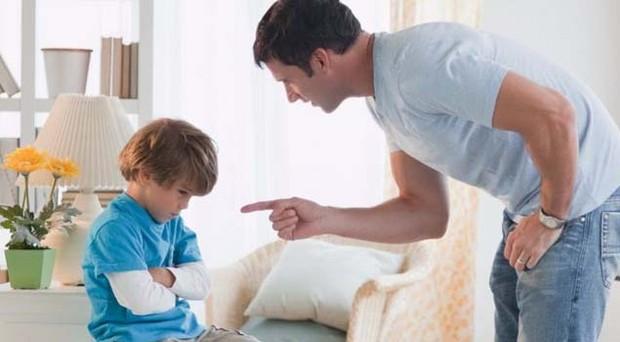 illustrasi anak yang sedang dimarahi Ayahnya
