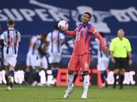 Debut Thiago Silva di Liga Inggris: Jadi Kapten dan Bikin Blunder