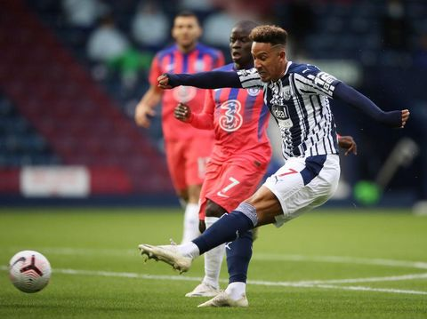 WEST BROMWICH, ENGLAND - SEPTEMBER 26: Callum Robinson of West Bromwich Albion scores his sides first goal during the Premier League match between West Bromwich Albion and Chelsea at The Hawthorns on September 26, 2020 in West Bromwich, England. Sporting stadiums around the UK remain under strict restrictions due to the Coronavirus Pandemic as Government social distancing laws prohibit fans inside venues resulting in games being played behind closed doors. (Photo by Nick Potts - Pool/Getty Images)