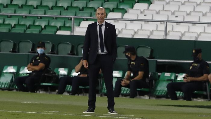 Real Madrids head coach Zinedine Zidane loos on during the Spanish La Liga soccer match between Betis and Real Madrid at the at the Benito Villamarin stadium in Seville, Spain, Saturday, Sept. 26, 2020. (AP Photo/Angel Fernandez)