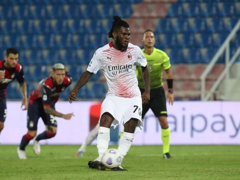 CROTONE, ITALY - SEPTEMBER 27: Frank Kessie of Milan scores his team's opening goal during the Serie A match between FC Crotone and AC Milan at Stadio Comunale Ezio Scida on September 27, 2020 in Crotone, Italy. (Photo by Maurizio Lagana/Getty Images)