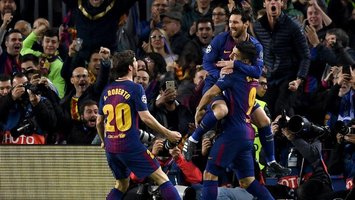 BARCELONA, SPAIN - MARCH 14:  Lionel Messi of Barcelona celebrates with Sergi Roberto and Luis Suarez as he scores their first goal  during the UEFA Champions League Round of 16 Second Leg match FC Barcelona and Chelsea FC at Camp Nou on March 14, 2018 in Barcelona, Spain.  (Photo by David Ramos/Getty Images)