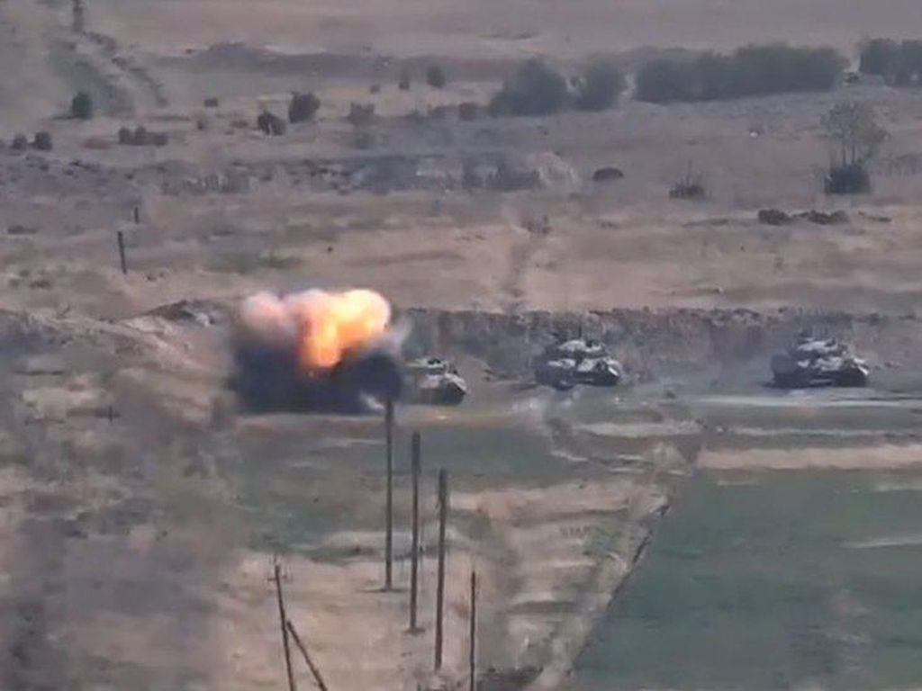 Konflik Berlanjut, Roket Azerbaijan Hantam Kota Karabakh