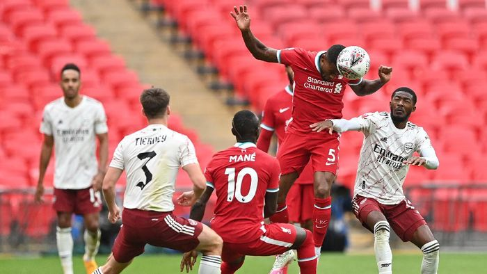 LONDON, ENGLAND - AUGUST 29: Georginio Wijnaldum of Liverpool  battles for possession with Ainsley Maitland-Niles of Arsenal  during the FA Community Shield final between Arsenal and Liverpool at Wembley Stadium on August 29, 2020 in London, England. (Photo by Justin Tallis/ pool via Getty Images)