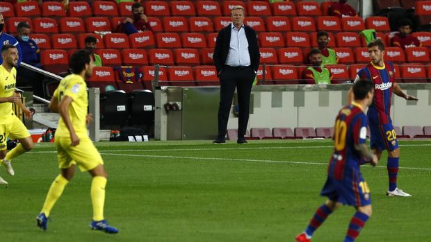 Barcelona's head coach Ronald Koeman looks at the game during the Spanish La Liga soccer match between FC Barcelona and Villareal FC at the Camp Nou stadium in Barcelona, Spain, Sunday, Sept. 27, 2020. (AP Photo/Joan Monfort)