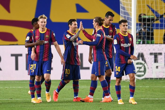 BARCELONA, SPAIN - SEPTEMBER 27: Lionel Messi, Antoine Griezmann and teammates of FC Barcelona celebrate their fourth goal during the La Liga Santander match between FC Barcelona and Villarreal CF at Camp Nou on September 27, 2020 in Barcelona, Spain. Football Stadiums around Europe remain empty due to the Coronavirus Pandemic as Government social distancing laws prohibit fans inside venues resulting in fixtures being played behind closed doors. (Photo by David Ramos/Getty Images)