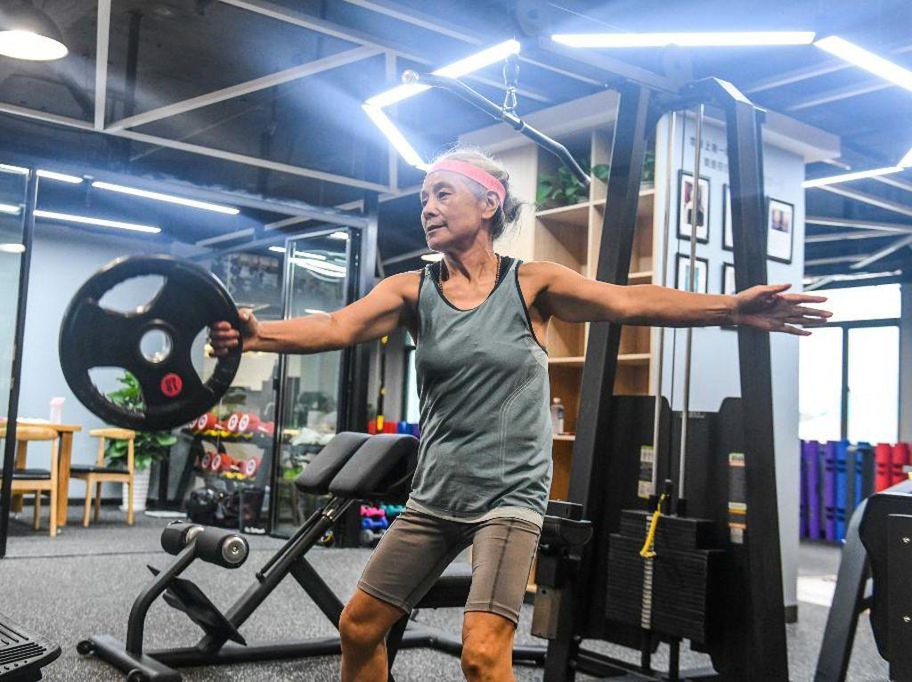 Ini Chen Jifang, Nenek Hardcore yang Masih Perkasa Jelang Usia 70 Tahun
