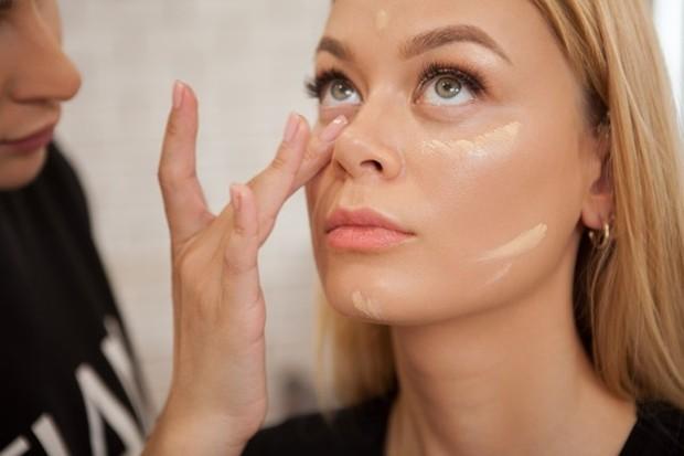 Cara menggunakan cream foundation