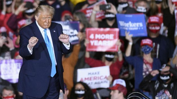President Donald Trump dances during a campaign rally at Harrisburg International Airport, Saturday, Sept. 26, 2020, in Middletown, Pa. (AP Photo/Steve Ruark)