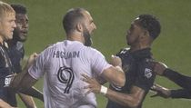 Video Debut Higuain di MLS: Penalti Melayang, Ribut, Kalah