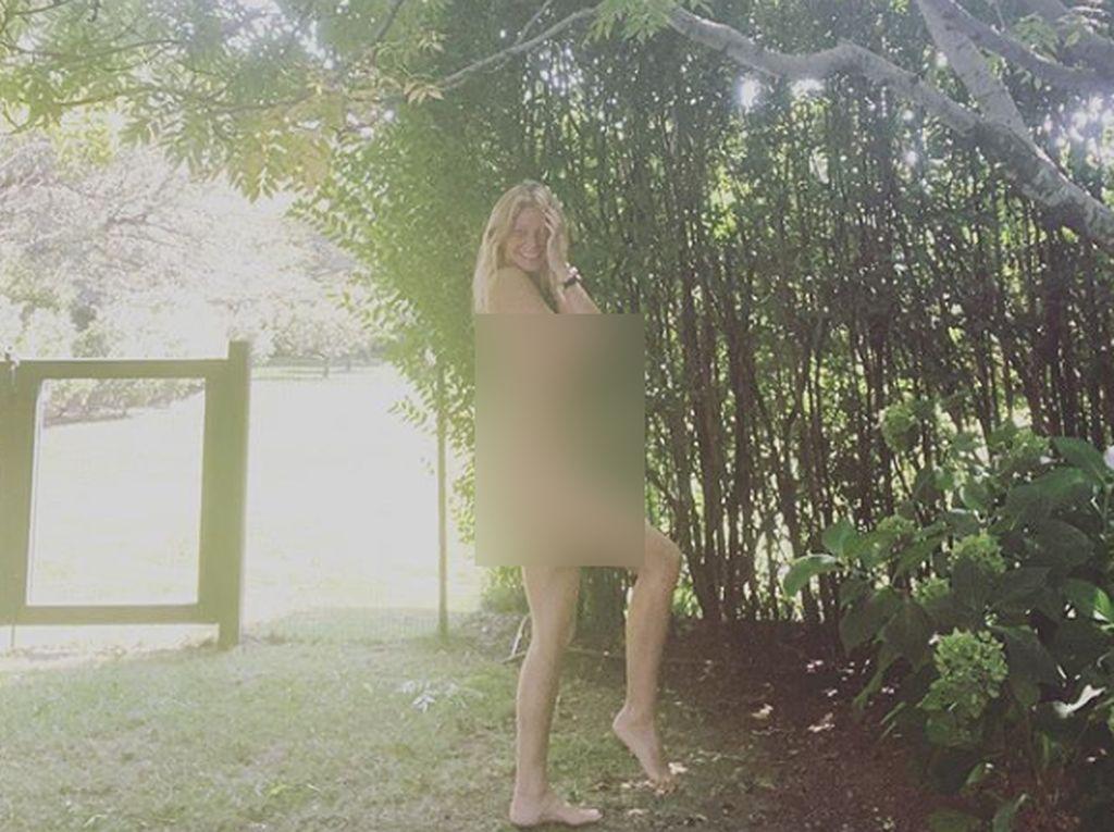 Mirip Gwyneth Paltrow, Deretan Seleb yang Rayakan Ultah dengan Pose Bugil