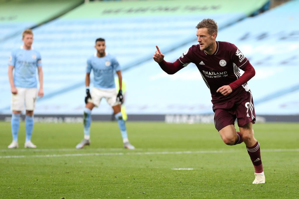 MANCHESTER, ENGLAND - SEPTEMBER 27: Jamie Vardy of Leicester City celebrates after scoring his sides third goal during the Premier League match between Manchester City and Leicester City at Etihad Stadium on September 27, 2020 in Manchester, England. Sporting stadiums around the UK remain under strict restrictions due to the Coronavirus Pandemic as Government social distancing laws prohibit fans inside venues resulting in games being played behind closed doors. (Photo by Catherine Ivill/Getty Images)
