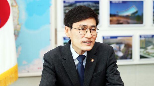 Lee Munki, selaku Administrator (setingkat Wakil Menteri) dari National Agency for Administrative City Construction, di bawah Ministry of Land, Infrastructure and Transport Republic of Korea.
