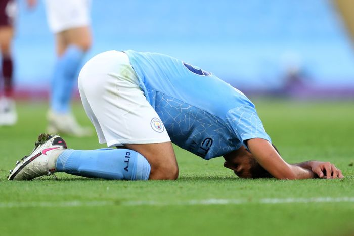 MANCHESTER, ENGLAND - SEPTEMBER 27: Rodrigo of Manchester City looks dejected during the Premier League match between Manchester City and Leicester City at Etihad Stadium on September 27, 2020 in Manchester, England. Sporting stadiums around the UK remain under strict restrictions due to the Coronavirus Pandemic as Government social distancing laws prohibit fans inside venues resulting in games being played behind closed doors. (Photo by Catherine Ivill/Getty Images)