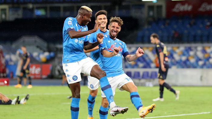 NAPLES, ITALY - SEPTEMBER 27: Dries Mertens and Victor Osimhen of SSC Napoli celebrate the 3-0 goal scored by Dries Mertens during the Serie A match between SSC Napoli and Genoa CFC at Stadio San Paolo on September 27, 2020 in Naples, Italy. (Photo by Francesco Pecoraro/Getty Images)
