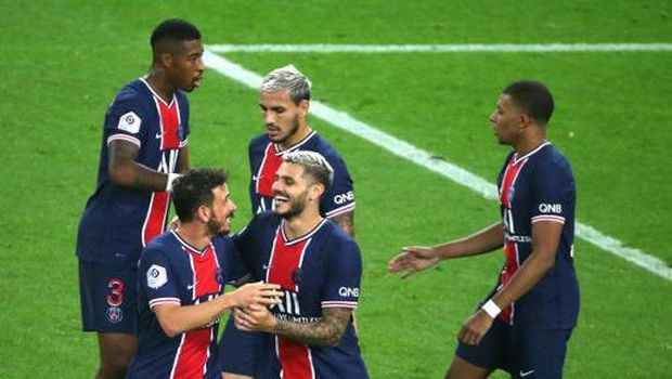 Paris Saint-Germain's Argentinian forward Mauro Icardi celebrates with team mates after scoring a goal during the French L1 football match between Stade de Reims (SR) and Paris Saint-Germain (PSG) on September 27, 2020, at the Auguste Delaune Stadium in Reims, eastern France. (Photo by FRANCOIS NASCIMBENI / AFP)
