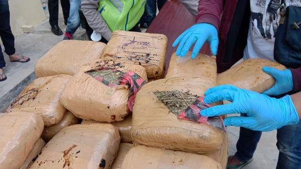 Polres Empat Lawang berhasil menggagalkan pengiriman ganja seberat 748 kg.
