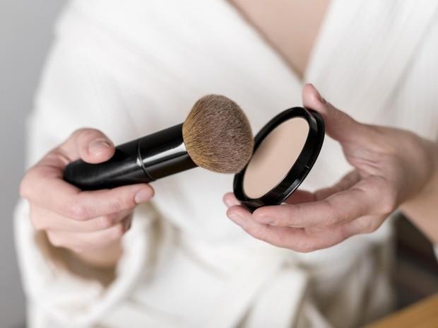 Cara menggunakan pressed powder foundation