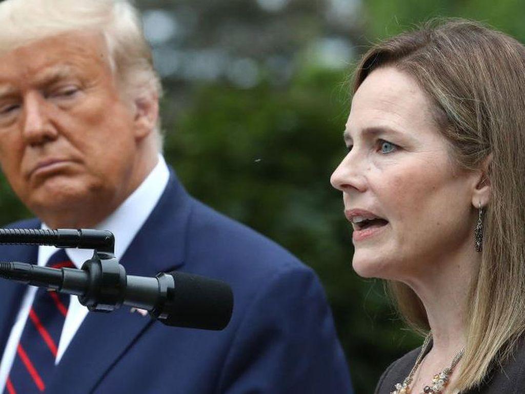 Siapa Amy Coney Barrett, Hakim Konservatif yang Dicalonkan Trump untuk MA?
