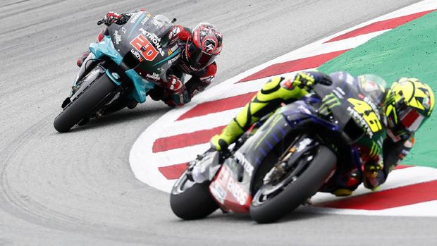 MotoGP rider Fabio Quartararo, left, of France follows Valentino Rossi of Italy through a curve during the Catalunya Motorcycle Grand Prix at the Barcelona Catalunya racetrack in Montmelo, near Barcelona, Spain, Sunday, Sept. 27, 2020. (AP Photo/Joan Monfort)