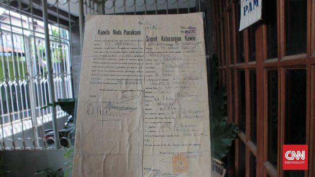 Surat nikah dan cerai Sukarno dan Inggit Garnasih masih tersimpan rapi di kediaman Tito Zeni Asmara Hadi, salah satu cicit dari Inggit.