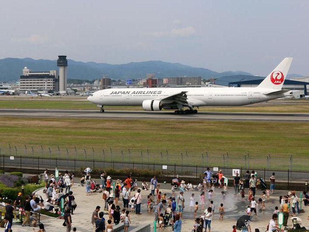 Tidak Lagi Bapak-Ibu, Maskapai Japan Airlines Ucapkan Salam Netral Gender