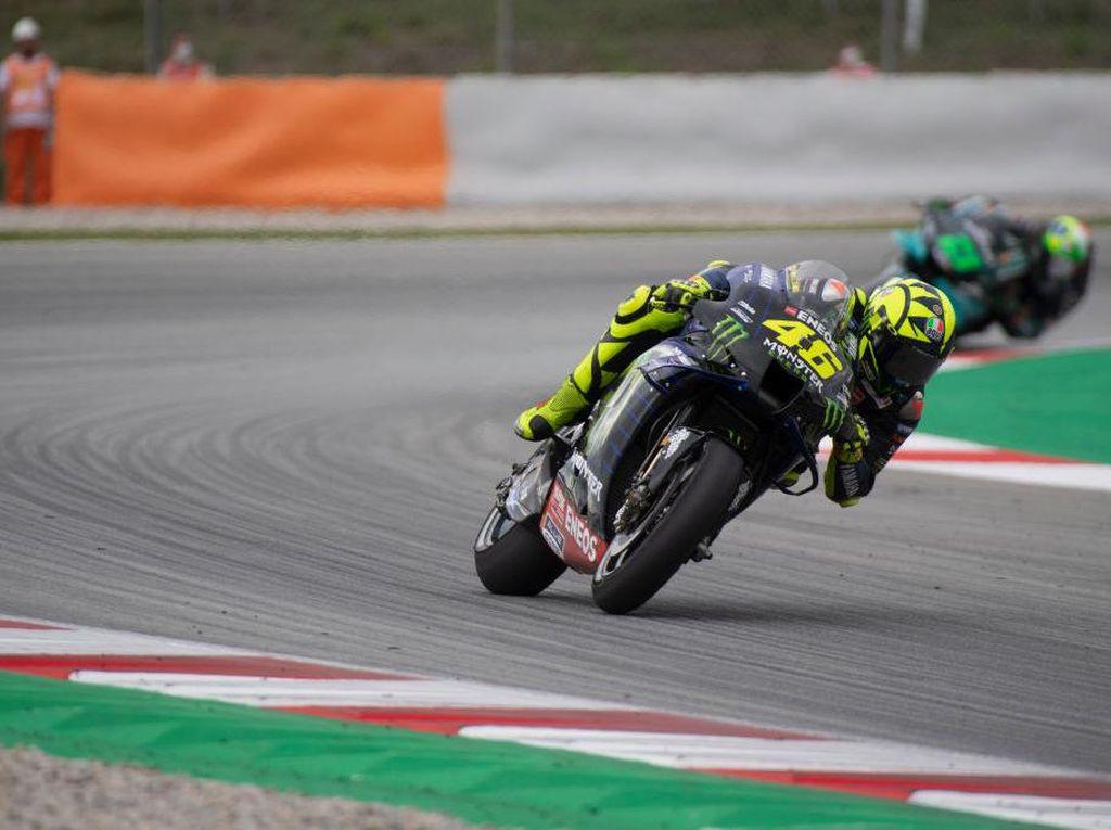 Momen Race ke-350 Rossi Berakhir dengan Crash