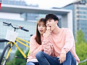 Sinopsis W-Two Worlds Episode 13