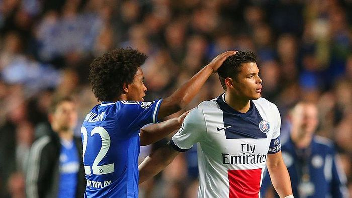 LONDON, ENGLAND - APRIL 08:  Willian of Chelsea consoles Thiago Silva of PSG at the final whistle during the UEFA Champions League Quarter Final second leg match between Chelsea and Paris Saint-Germain FC at Stamford Bridge on April 8, 2014 in London, England.  (Photo by Julian Finney/Getty Images)