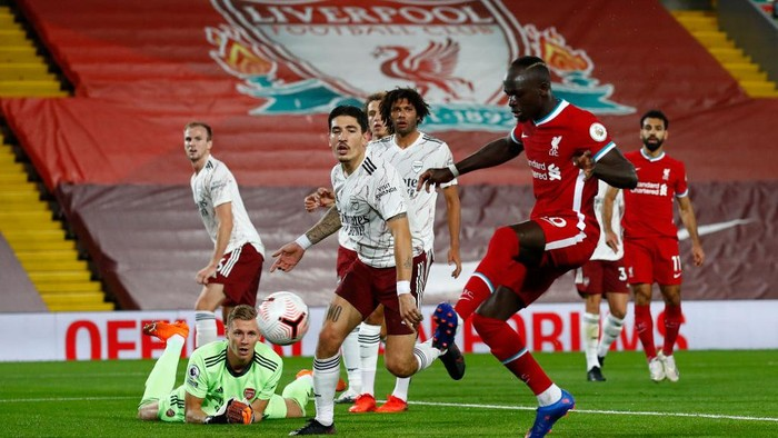 LIVERPOOL, ENGLAND - SEPTEMBER 28: Sadio Mane of Liverpool scores his sides first goal during the Premier League match between Liverpool and Arsenal at Anfield on September 28, 2020 in Liverpool, England. Sporting stadiums around the UK remain under strict restrictions due to the Coronavirus Pandemic as Government social distancing laws prohibit fans inside venues resulting in games being played behind closed doors. (Photo by Jason Cairnduff - Pool/Getty Images)