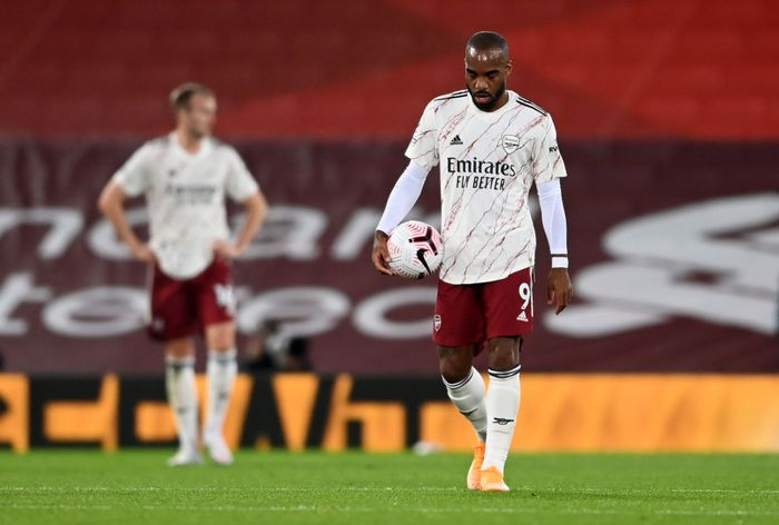 LIVERPOOL, ENGLAND - SEPTEMBER 28: Alexandre Lacazette of Arsenal looks dejected during the Premier League match between Liverpool and Arsenal at Anfield on September 28, 2020 in Liverpool, England. Sporting stadiums around the UK remain under strict restrictions due to the Coronavirus Pandemic as Government social distancing laws prohibit fans inside venues resulting in games being played behind closed doors. (Photo by Laurence Griffiths/Getty Images)