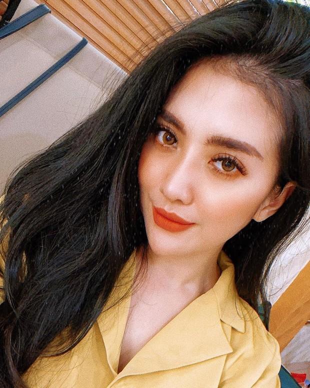 Potret artis cantik Indonesia blasteran Jepang bernama Mayang Naomi.