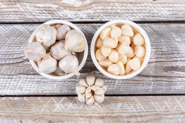 Bawang putih adalah bumbu yang memiliki rasa pedas dan meningkatkan rasa tanpa meningkatkan kandungan natrium.