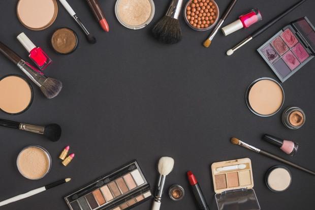 menyiapkan kosmetik dan beauty tools