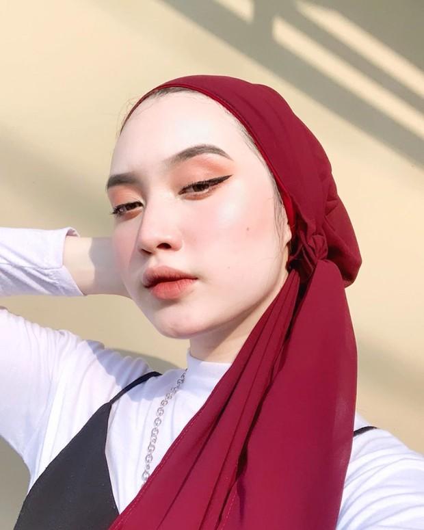 Memakai eyeliner