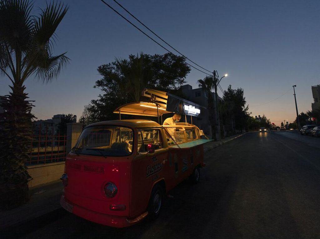 Food Truck Jadi Andalan Warga Palestina Meraup Cuan di Masa Pandemi