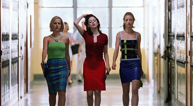 Selain alur cerita yang seru dan lucu, film ini juga menampilkan gaya fashion yang ikonik kepada semua karakternya.