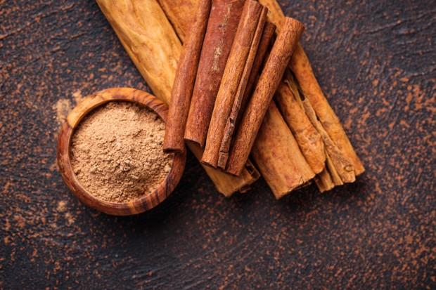 kayu manis yang menjadi salah satu bahan paling umum digunakan dalam makanan yang dipanggang, juga bisa bahan yang menggantikan garam.