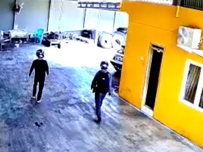 Aksi Komplotan Maling Gasak Rp 600 Juta di Kudus Terekam CCTV!