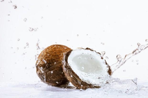 Semprotkan ke rambut sebelum dicuci sebagai perawatan kulit kepala untuk memijat folikel rambut atau gunakan setelah keramas untuk menenangkan kulit kepala.