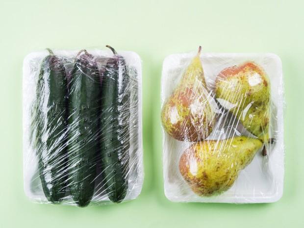 Kelembapan akan membuat makanan menjadi berlendir hingga menumbuhkan jamur.