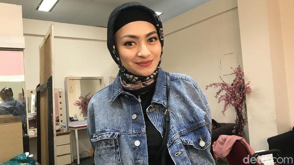 Potret Nathalie Holscher Berhijab