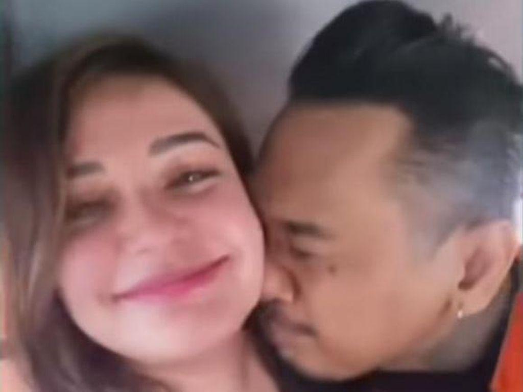 Komjak: Sesuai SOP, Nora Tak Dibolehkan Ada di Mobil Tahanan Bersama Jerinx