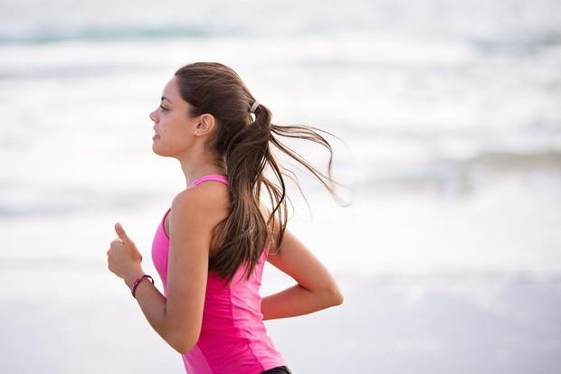 Olahraga dapat membantu meredakan stres.
