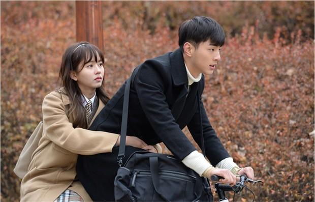 Ji Soo melakukan peran cinta pertama di sekolah menengah dengan sangat baik, seperti cara dia memakai hatinya dan melindungi Yoo Seul yang sangat berharga.