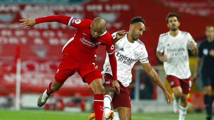 Liverpools Fabinho, left, and Arsenals Pierre-Emerick Aubameyang battle for the ball during the English Premier League soccer match between Liverpool and Arsenal at Anfield in Liverpool, England, Monday, Sept. 28, 2020. (Jason Cairnduff/Pool via AP)